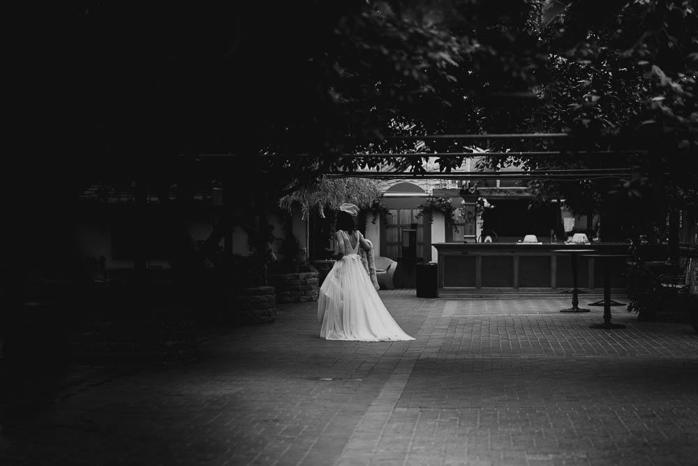 Toronto-wedding-photographer-madsens-greenhouse-wedding