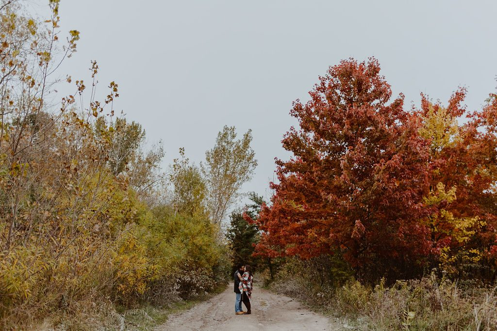 Fall-engagement-photos-in-Toronto